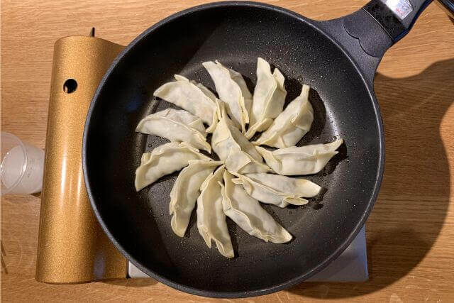 gyoza baking