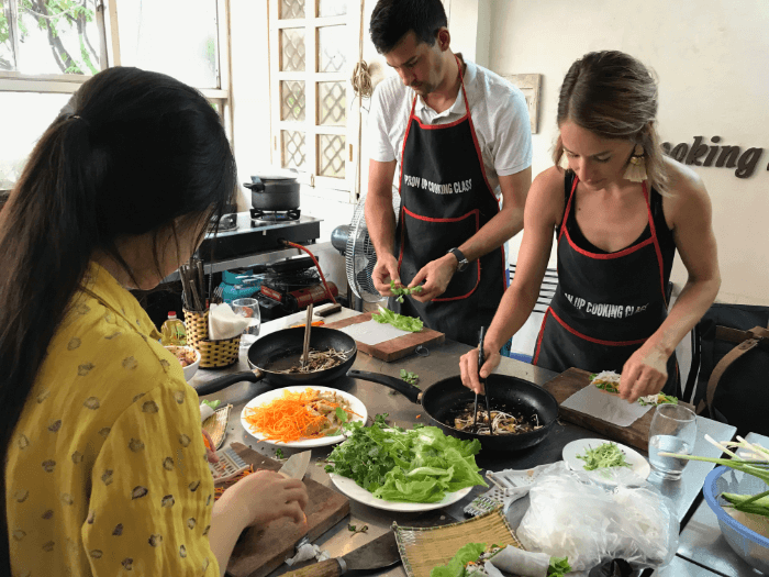 5 Dishes Traditional Hanoian Cuisine Cooking Class with Market Tour
