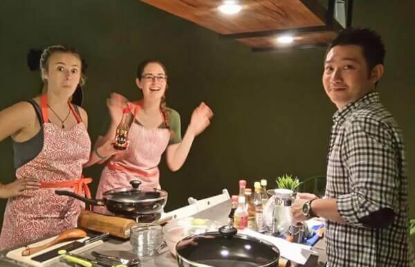 In-depth Cultural Exchange with Taiwanese Home Cooking Class and Market Tour