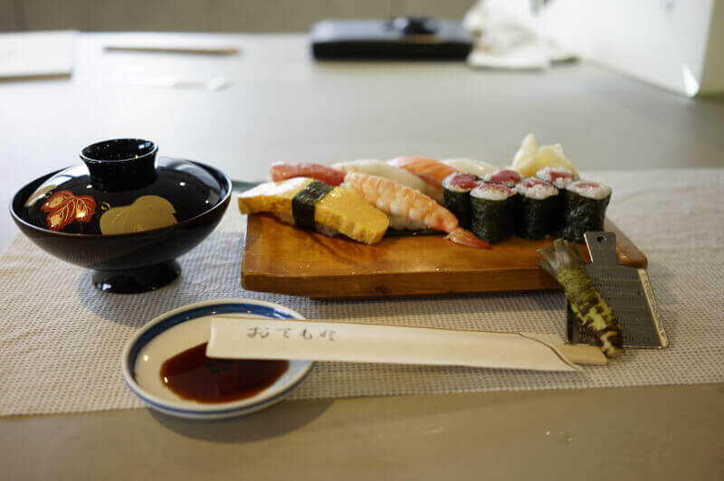 SUSHI COOKING EXPERIENCE IN TOKYO (2HRS CLASS 10:30〜12:30)