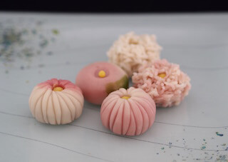 Wagashi Classes : Kiku (Chrysanthemum) from Nerikiri dough & Japanese tea(Green tea or Houji tea)