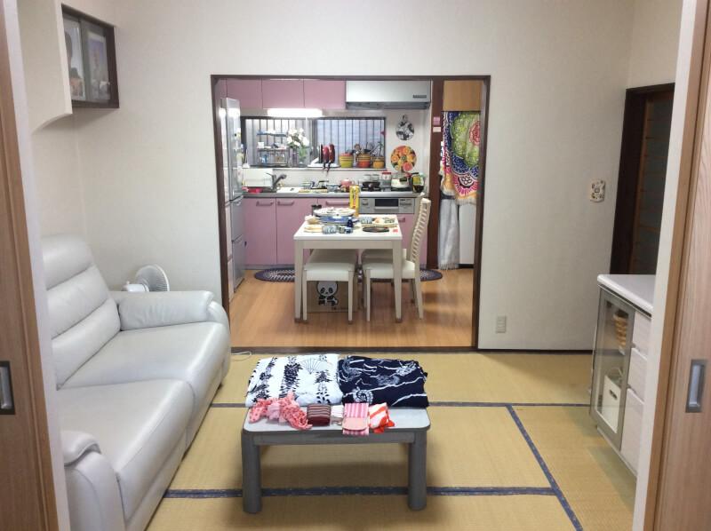 Put Kimono (Casual kimono called Yukata) on tatami room