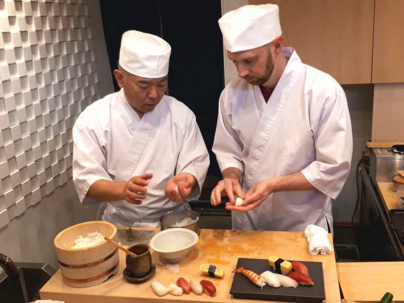Sushi classes taught by professionals Class A