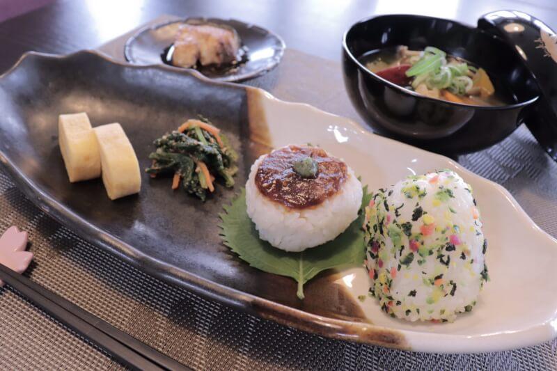 cook various Onigiri and garnish with traditional Japanese way between Nara and Kyoto!