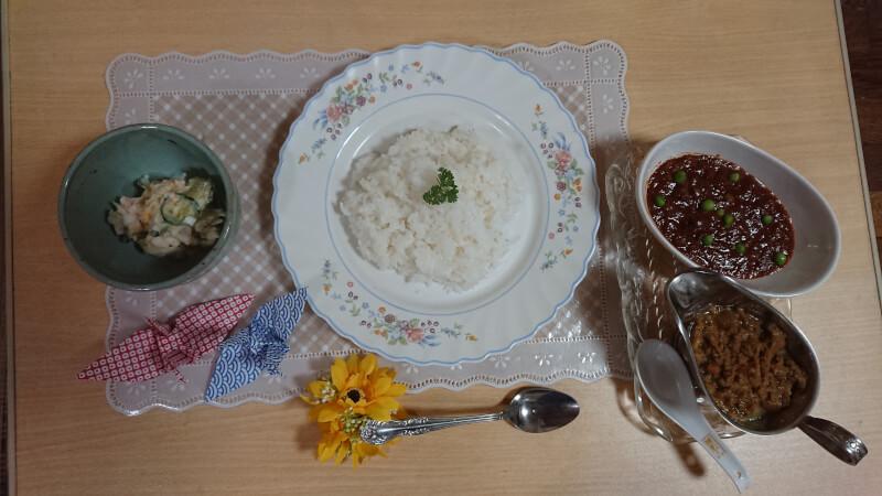 お手軽ランチ日本のカレー、ハヤシライス