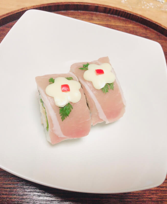 Let's make cute sushi rolls.We will provide miso soup and Japanese tea or green tea as a service.