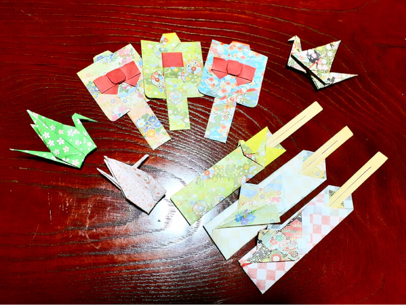 I will give you a chopstick case and a crane made of origami ♡