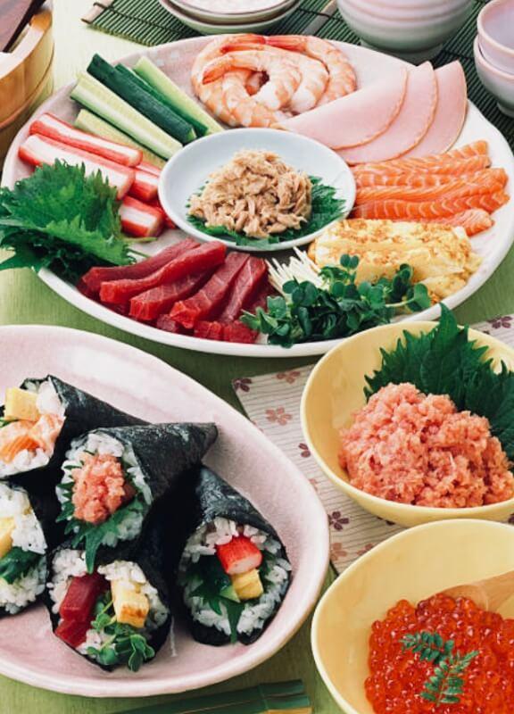 TEMAKI-Hand Rolled Sushi -