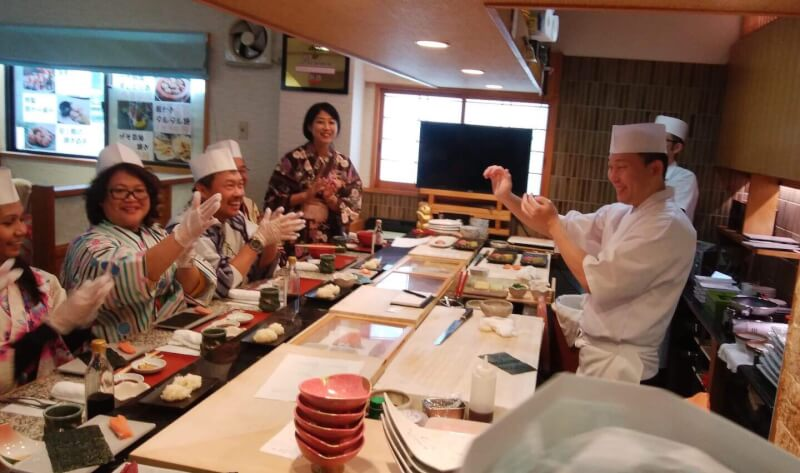 Experience of making sushi 