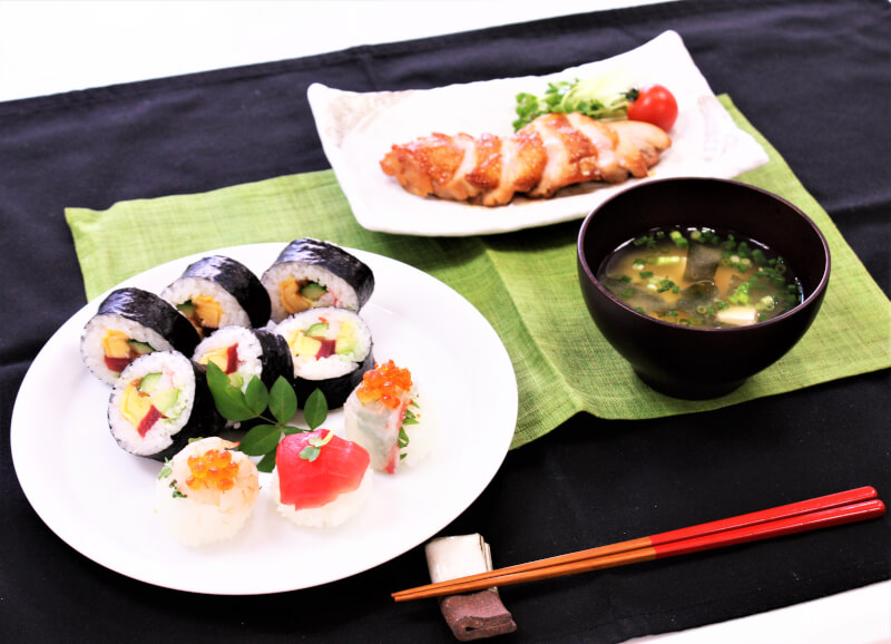 Let's cook delicious Sushi roll and chicken Teriyaki at Shibuya !