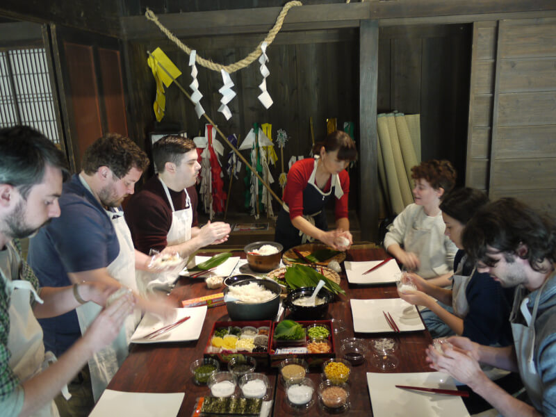 Onigiri Experience at a Thatched-roof farm house in Miyazaki Prefectural History Museum