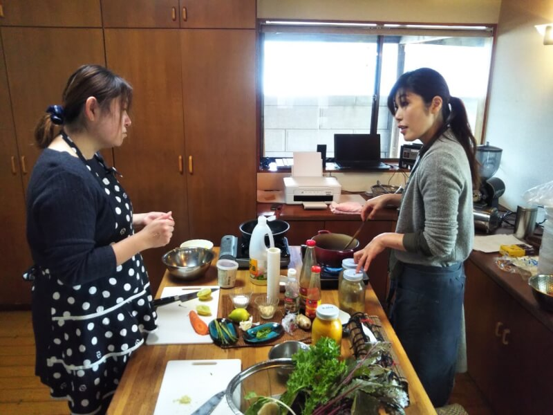 Chirashi Sushi, Chichen teriyaki,Miso soup cooking class in Japanese style house