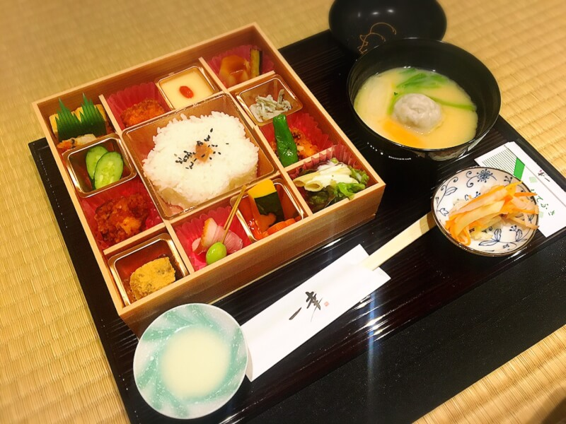 Let's try tea ceremony and washoku lunch!