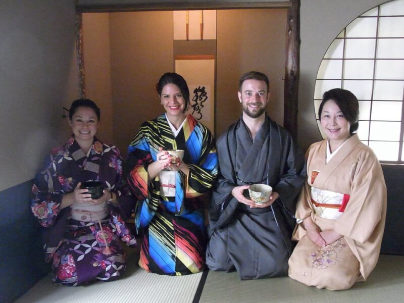 Experience tea ceremony in a tea room in Ginza!