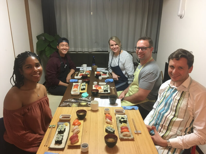 Making sushi rice, hosomaki and nigiri with a sushi chef who is also a tour guide in Shinjuku!!