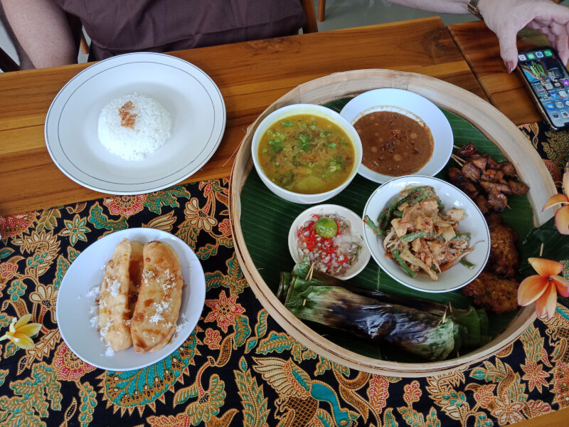 Ceraki bali cooking class is privat cooking class here you cook your own food,and best cooking class,here we learn alot about balinse spicy and how to cook balinese food in tradtional process