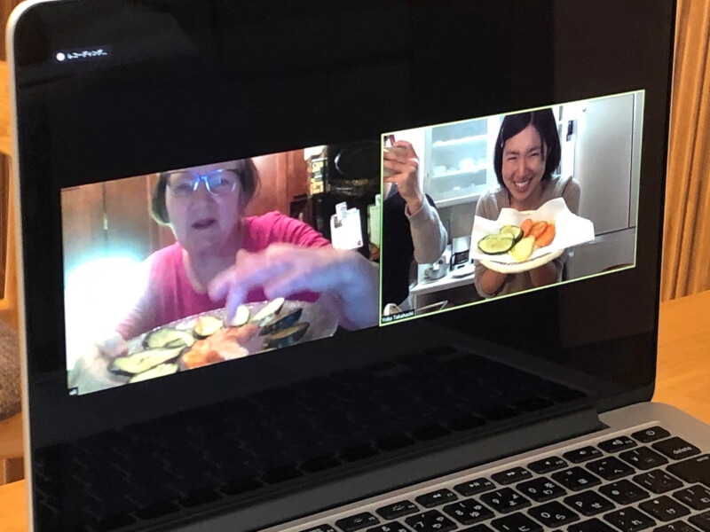 Enjoy cooking together online!