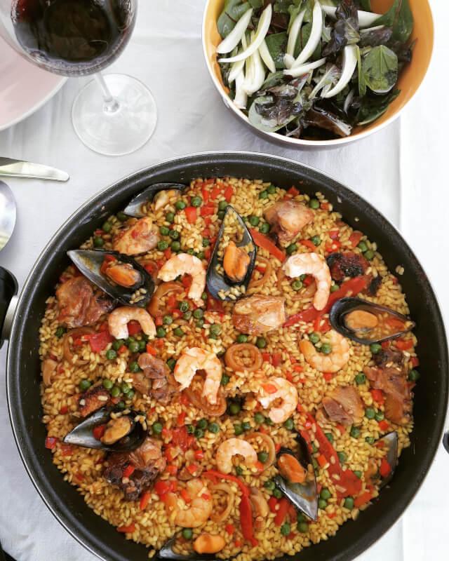 Enjoy a real Paella class!