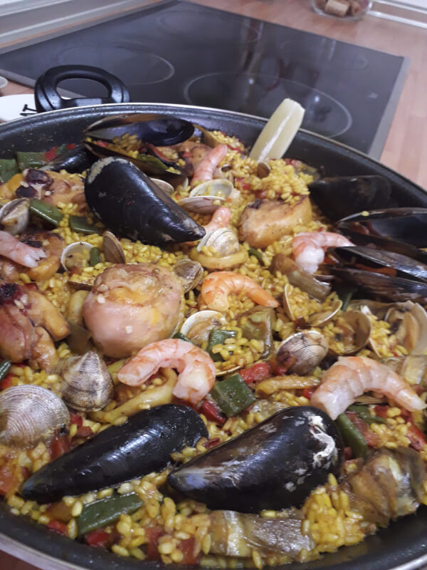 Enjoy a real Spanish Paella online class!