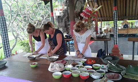 cooking-class-host-COOKINGBALI
