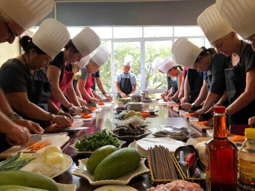 cooking-class-host-hoai