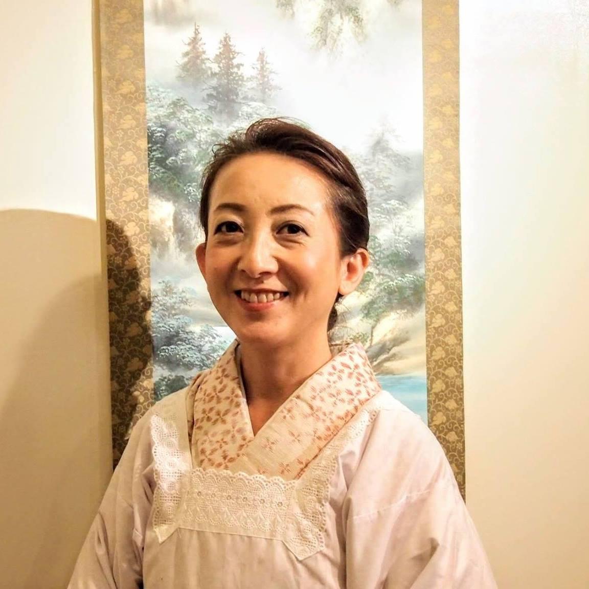 host-Aya
